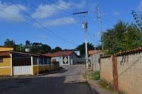 Indicação - Desobstrução e limpeza do bueiro para a passagem da água pluvial na altura do n° 20 da Rua Joaquim Machado Silva, no Loteamento Xororó