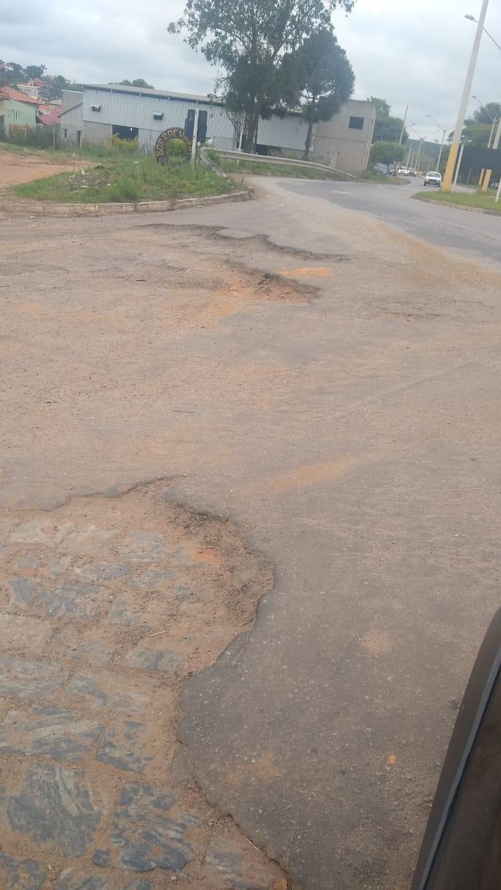 Indicação solicita recapeamento da via pública entre a rodovia Vital Brazil e a Praça Dr. Manoel Valladão