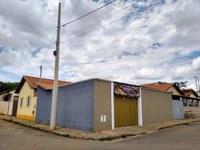 """Indicação pede a colocação de um braço de luz no poste localizado na Rua Orlando Cesarino, ao lado do empreendimento """"Benedito Gole""""."""