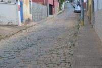 Indicação pede a construção de passagem elevada de pedestre ou redutor de velocidade, com devida sinalização, na Rua Bernardo da Veiga