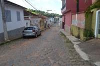 Indicação pede em caráter de urgência, a correção do calçamento em toda a extensão da Rua Bernardo da Veiga, até a Rua Sílvio Belato.