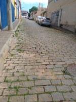 Indicação - Reestruturação da galeria pluvial da Rua Ferraz da Luz, com a consequente correção e nivelamento do calçamento, que está afundando.
