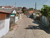 Indicação solicita a correção com nivelamento do calçamento em toda extensão da Rua Marciano Ferreira Pinto