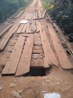 Indicação solicita a substituição, em caráter de urgência dos pranchões da ponte sobre o Ribeirão Santo Antônio, localizada na estrada da antiga  linha férrea