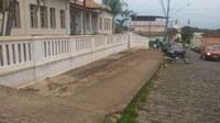 Indicação solicita Construir um estacionamento no calçadão  em frente à Escola Estadual Zoroastro de Oliveira.