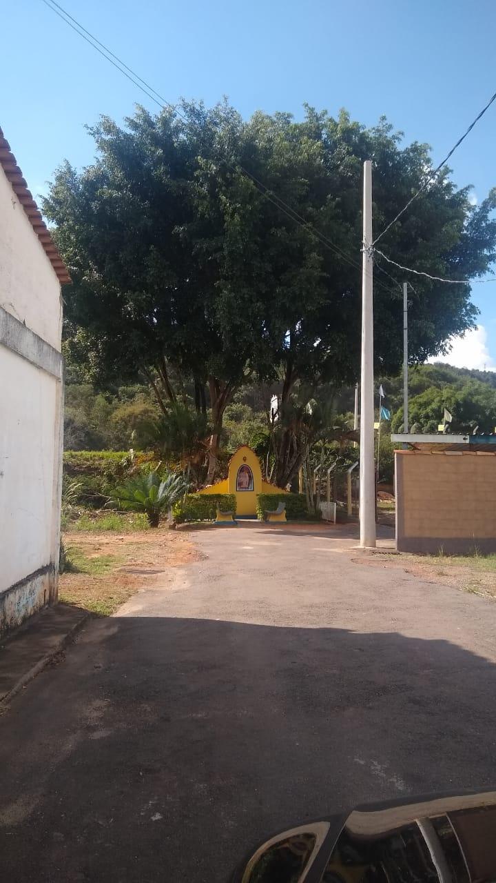 Indicação solicita entrar em contato com a Cemig no sentido de providenciar a colocação de um poste de luz no final da Rua Geraldo Ferreira Pinto