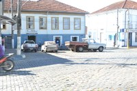 Indicação solicita  implantar na Praça D. Ferrão, o estacionamento em 45° e, no início da R. Dr. Brandão, estacionamento para motos.
