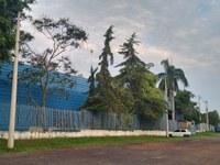 Indicação solicita providenciar a colocação de braços de luz nos postes da Rodovia Vital Brazil, na altura da empresa Metal Minas Comércio de Ferro e Aço Ltda.