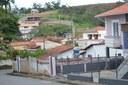 Indicação Solicita providenciar a construção da sarjeta em todas as ruas do Bairro Jardim Sion