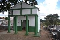 Indicação solicita providenciar a reforma da capela do Cemitério Municipal