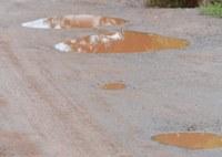 Indicação solicita providências urgentes quanto à recuperação (operação tapa-buraco) da pavimentação asfáltica das vias públicas