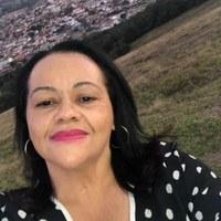 Moção de Aplauso a Gisléia de Paula Leite Lemes pelos relevantes serviços prestados à nossa população na área da saúde, exercendo sua função com muita dedicação e amor ao próximo.