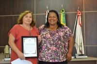 Moção de Aplauso a Maria de Lourdes Caram pelos relevantes serviços prestados à nossa população na área da saúde, exercendo sua função com muita dedicação e amor ao próximo.