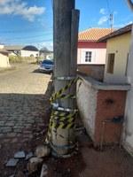 Requerimento- Em caráter de urgência solicita buscar informações sobre o prazo e providências para a substituição dos postes quebrados da Rua Villas Boas da Gama e Rua Jonas Olinto