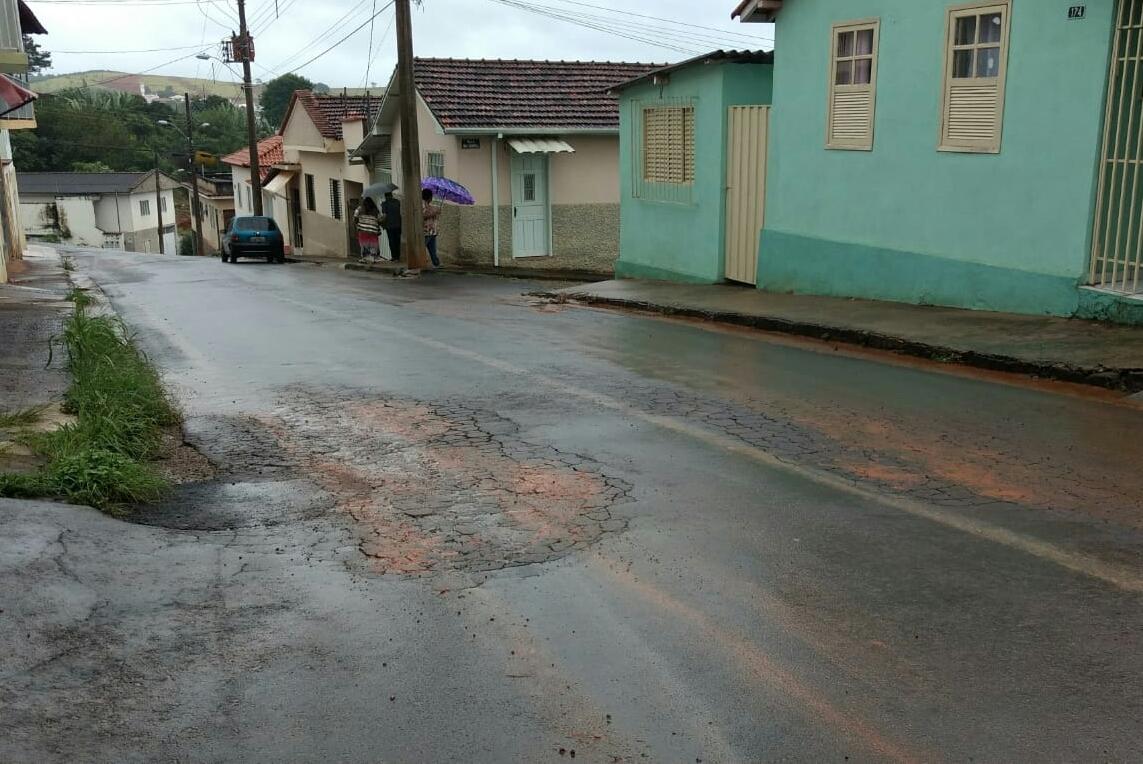 Requerimento pede  informação  à Câmara, a respeito da situação da pavimentação asfáltica da Rua Monsenhor Paulo