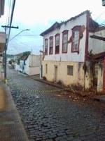 Requerimento solicita em caráter de urgência como medida extrema a necessidade, informar a respeito do imóvel situado na Rua Bernardo da Veiga, que está em situação de desabamento